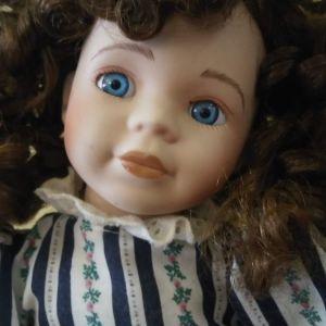 Διακοσμητική Κούκλα από πορσελάνη