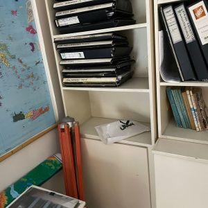 Βιβλιοθήκες σε λευκό χρωμα, με πολλα ραφια και χωρις φθορες και χτυπηματα