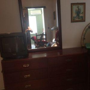 Συρταριέρα με καθρέφτη