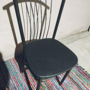 Πωλούνται καρέκλες, 10 τεμάχια.Κατάλληλες για εξωτερικό χώρο..