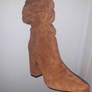 Πωλούνται Μπότες