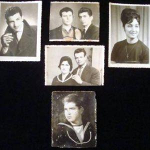Παλαιές ασπρόμαυρες αναμνηστικές φωτογραφίες.