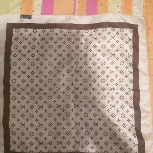 Louis Vuitton μαντήλι
