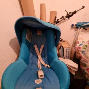 Βρεφικό καθισμα αυτοκινήτου σε γαλάζιο χρώμα. Inglesina.