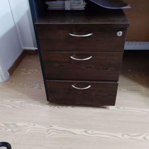 συρτιαριέρα  γραφείου ξύλινη τροχήλατη