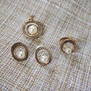 Σετ- σκουλαρίκια, κρεμαστό,  και δαχτυλίδι.