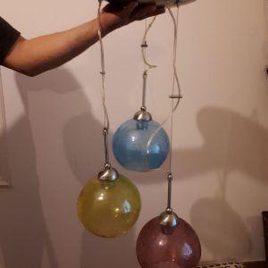 Φωτιστικο οροφης τριφωτο με γυαλινες χρωματιστες μπαλες κρακελε