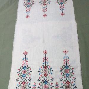 Κεντημένο σεμέν με δύο πετσετάκια
