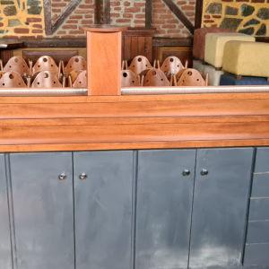 βιτρίνα -μπαρ με τρία επίπεδα, led φωτισμό και ντουλάπια