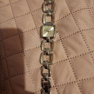 Ρολόι χειρός vintage Quartz.