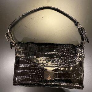ΔΕΡΜΑΤΙΝΗ Μαύρη τσάντα