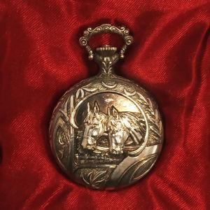 Κουρδιστό ρολόϊ τσέπης με φιγούρα αλόγων της Hislon