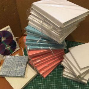 Θήκες DVD (μονές, διπλές, τριπλές) με ροζ/γαλάζια/λευκή επένδυση κατάλληλες για παράδοση υλικού γάμου-βάπτισης