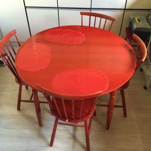 Τραπέζι ροτόντα κουζίνας ξύλινο, με λάκα χρώματος κόκκινου και 6 ξύλινες καρέκλες