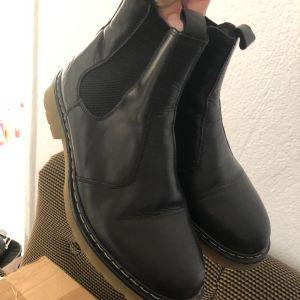 Μαύρα μποτάκια