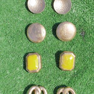 Εφτά ζευγάρια σκουλαρίκια σε διάφορα πανέμορφα σχέδια, με μαργαριτάρια, αφόρετα.