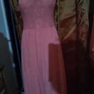 Mακρυ βαμβακερό πολύ δροσερό φόρεμα σε κοραλί χρώμα με πανέμορφο μπούστο κ πλάτη ελαστικό στο επάνω μέρος καλύπτει μέχρι XL