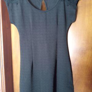 Φόρεμα Μαύρο με δαντέλα στο μανίκι