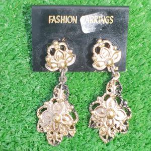 Σετ σκουλαρίκια αφόρετα σε πανέμορφο χρυσό χρώμα με σκάλισμα.