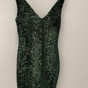 πράσινο φόρεμα με παγέτες