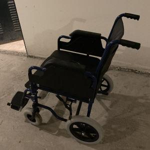 Αναπηρικό Αμαξίδιο με δοχείο νυκτός και φρένα