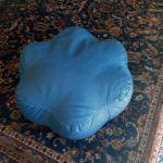 Μπλε πουφ σε σχημα λουλούδι 60×60×22 σε άριστη κατάσταση