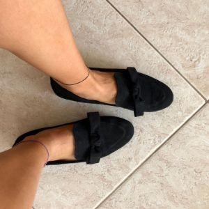Black flat forms