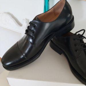 Αντρικά παπούτσια 44 νούμερο καινούργια.Δερμα.