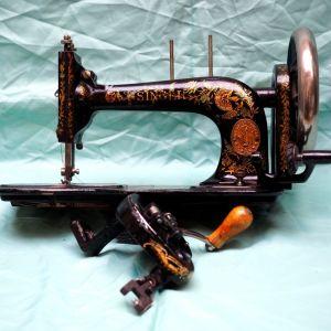 Ραπτομηχανή Singer πολύ παλαιά