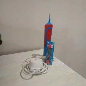 Ηλεκτρική οδοντόβουρτσα παιδική Braun