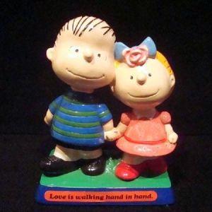 Κεραμική φιγούρα της παλαιάς παιδικής σειράς κινούμενων σχεδίων Snoopy.