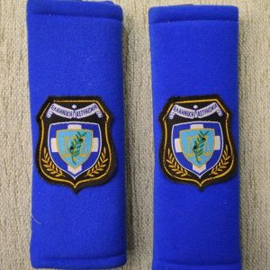 Αξεσουάρ μαξιλαράκια ζωνών ασφαλείας με το έμβλημα της Ελληνικής Αστυνομίας