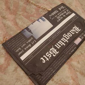 Τσαντάκι με print εφημερίδας