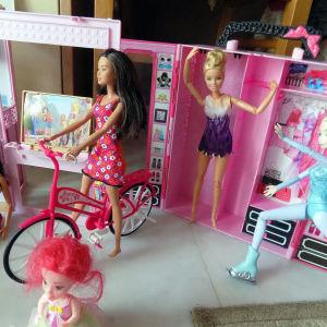 20 Barbie με αξεσουαρ
