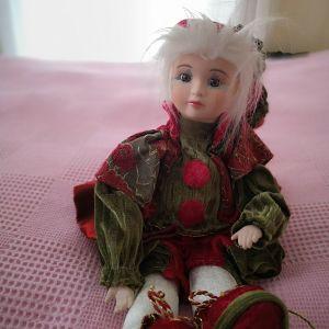 κουρδιστη κούκλα που κινειται