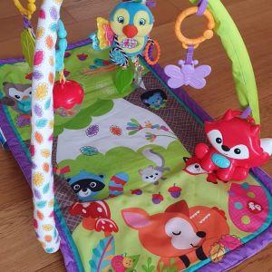 Γυμναστήριο χαλάκι για μωρά Fisher Price με παιχνίδια.