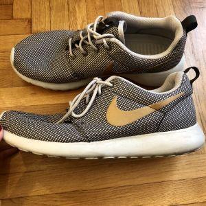 Αυθεντικά αθλητικά παπούτσια Nike γυναικεία σε άριστη κατάσταση