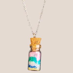 Χειροποίητο μενταγιόν φιαλίδιο με πολύχρωμη άμμο Νο 1