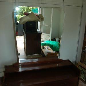 Τουαλετα κονσολα. 1,15Χ0.42, ύψος 0,65 με τον καθρέπτη ύψος 1.58 ,6 συρτάρια.