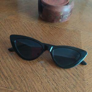 Πωλούνται γυαλιά ηλίου γυναικεία