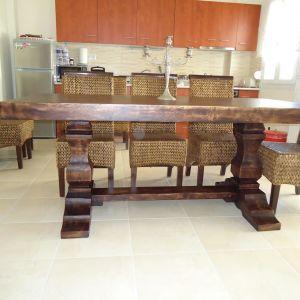 Μοναστηριακά τραπέζια