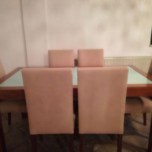 Τραπέζι με έξι καρέκλες
