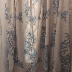 1κουρτίνα με μπλε λουλουδια και φασα Μπλε