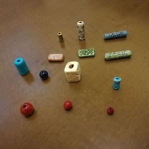 Χάντρες και διακοσμητικά για κοσμήματα