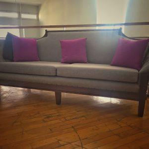 καναπές του 1950 από μασίφ ξύλο καρυδιάς