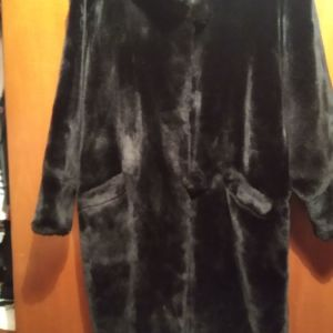 Πωλείται γαλλική γούνα one size μαύρη ελάχιστα φορεμένη τόσο καλή όσο καινούργια!