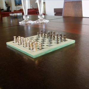 Σκάκι Γυάλινο Χειροποίητο Πιόνια Ορειχάλκινα Ακρίβεια Κοπής 0,001mm Tορνοφρέζα Ωρολογοποιΐας