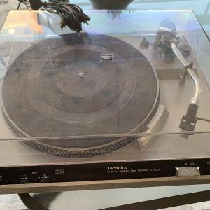 Πικάπ Technics SL-220