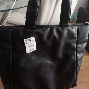 τσάντα ώμου ολοκαίνουρια μεγάλη με το καρτελάκι