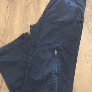 μπλε παντελόνι